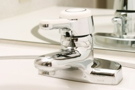 洗面台の蛇口、洗面ボウルクリーニング